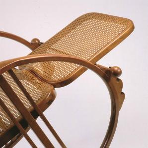 Sedia A Dondolo Inventore.Il Dondolo N 267 Egg Rocking Chair Legno Curvato
