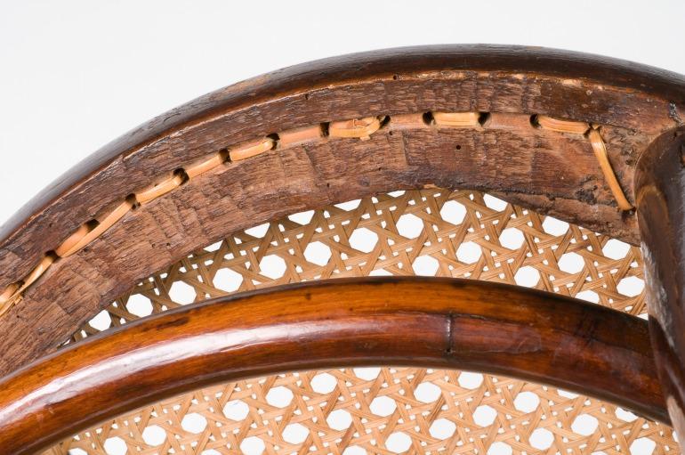 Dettaglio-paglia-sotto-sedia-Thonet