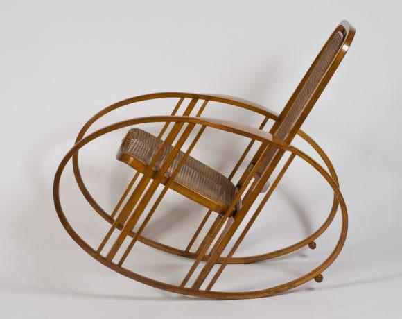 Dondolo-267-Egg-Rockingchair