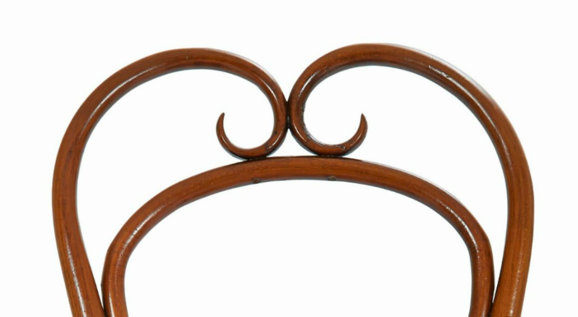 Riccioli im perfetti legno curvato for Sedia thonet originale