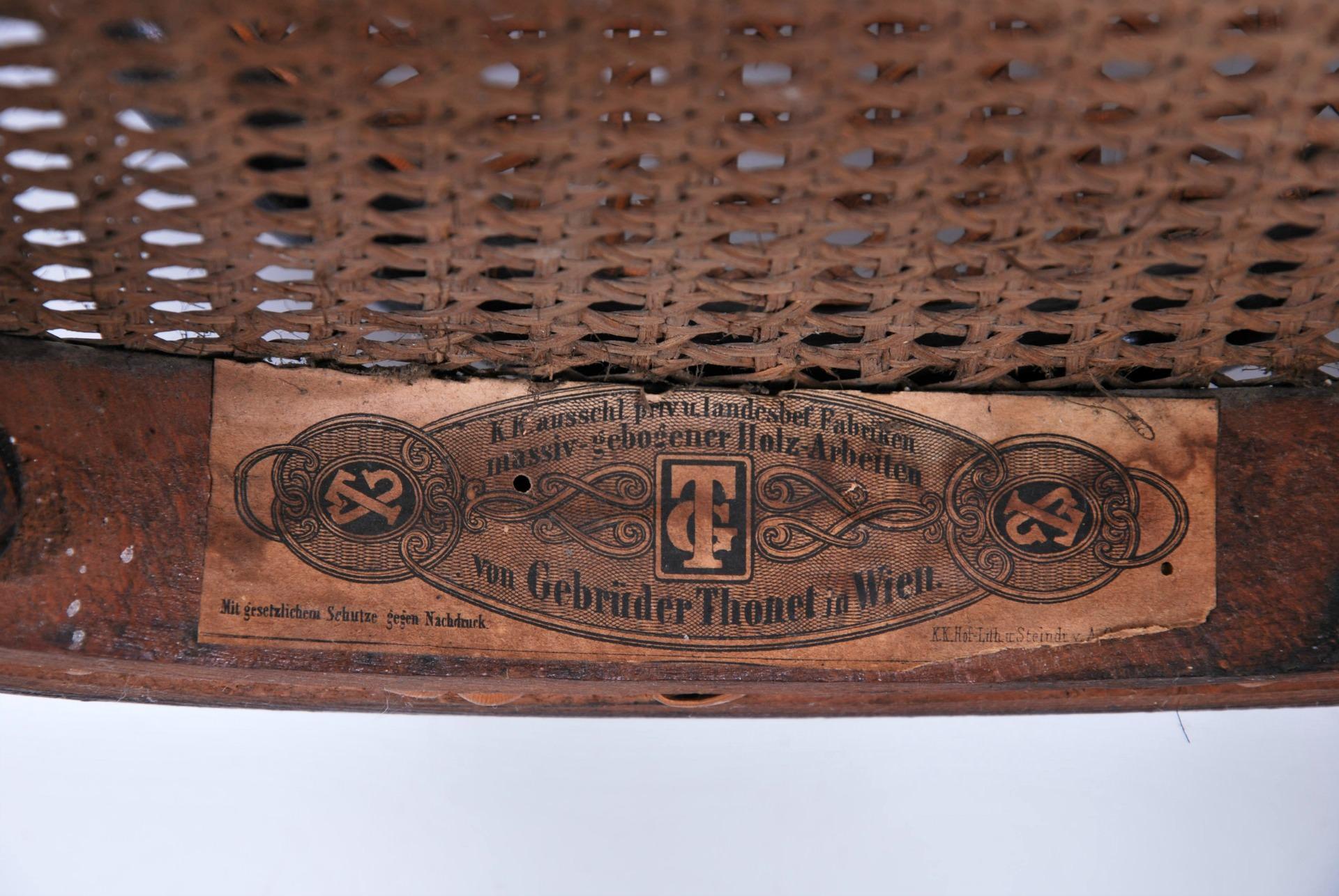 Il segno distintivo delle etichette thonet legno curvato for Sedia thonet originale