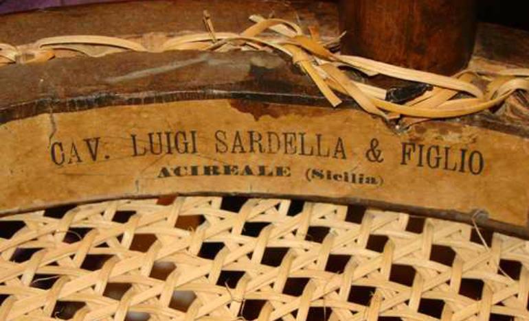 Sardella, Acireale, etichetta