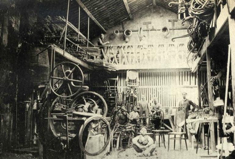 Sardella: prima fabbrica mobili legno curvato