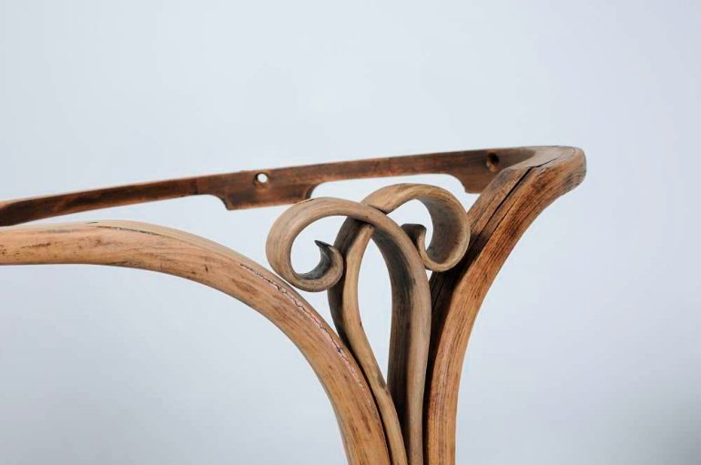 Thonet-22-curl-detail